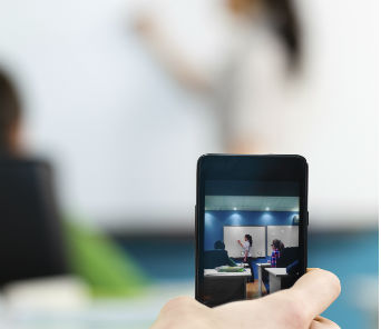 photo-mobile-phone-teacher-hand-340-295.jpg
